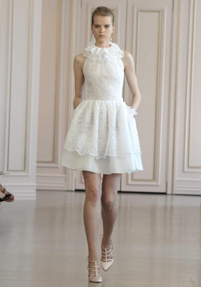 Rochie mini pentru mireasă, creație Oscar de la Renta, Foto: recentbridal.com