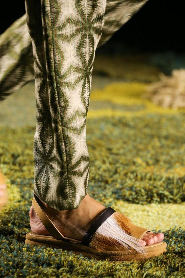Sandale cu franjuri marca Dries Van Noten, Foto: tumblr.com