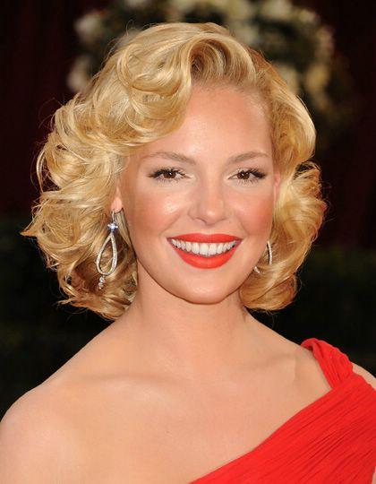 Coafură elegantă de ocazie, Foto: glamour-hairstyles.net