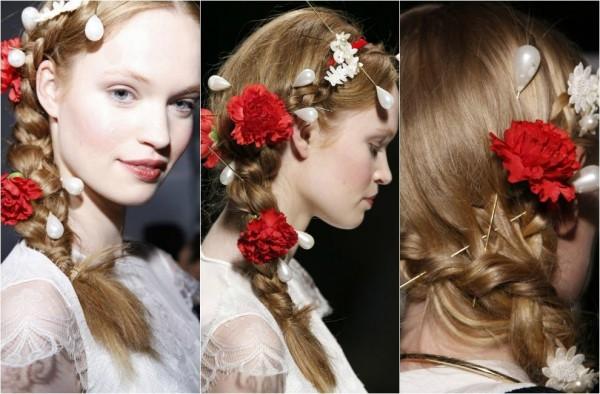Flori naturale și ace cu perle în păr, Foto: hairfashion.biz