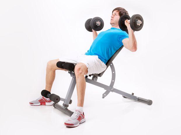 Flexia oblică cu greutăți din poziția șezând, Foto: fin.de