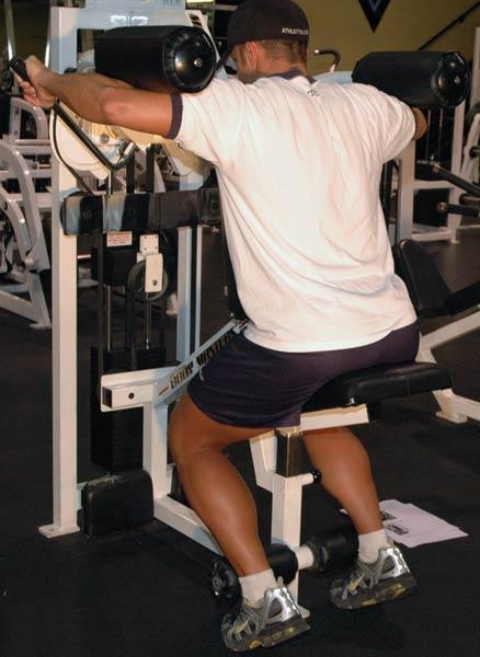 Ridicarea pe vârfuri contra rezistență, Foto: bodybuilding.com