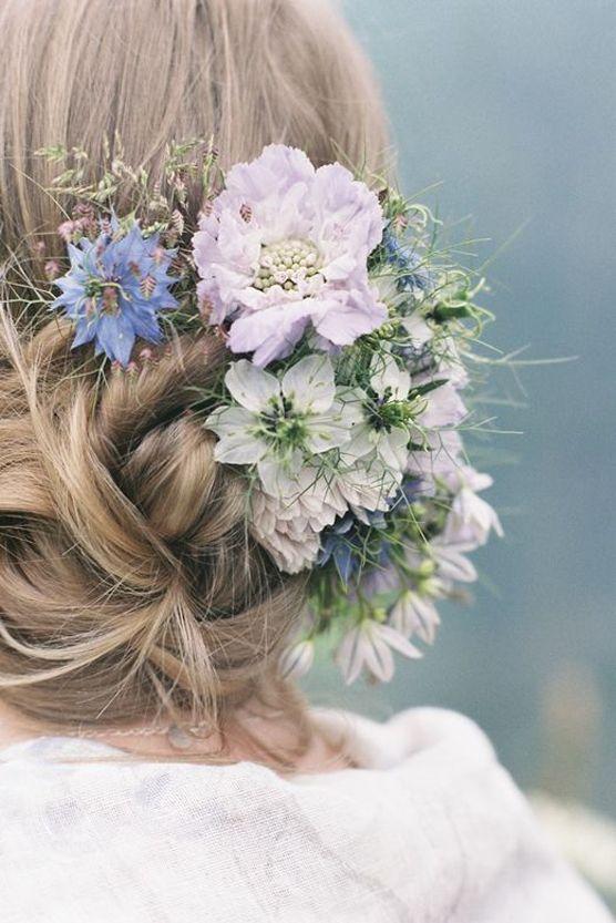 Coafură cu flori în păr, Foto: fabmood.com