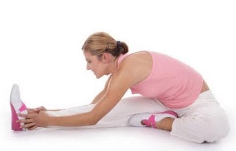 Exercițiu pentru ameliorarea durerii în zona abdominală, Foto: youtube.com