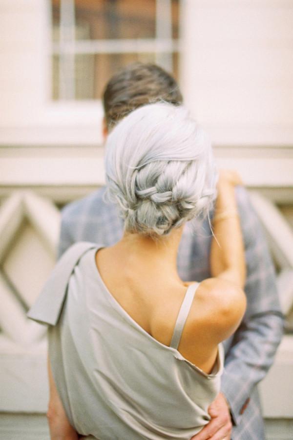 Coafură cu părul prins în coc, Foto: lovemydress.net