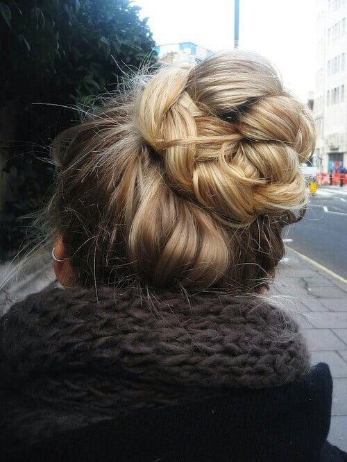 Coafură în stil romantic cu părul prins în coc, Foto: weheartit.com