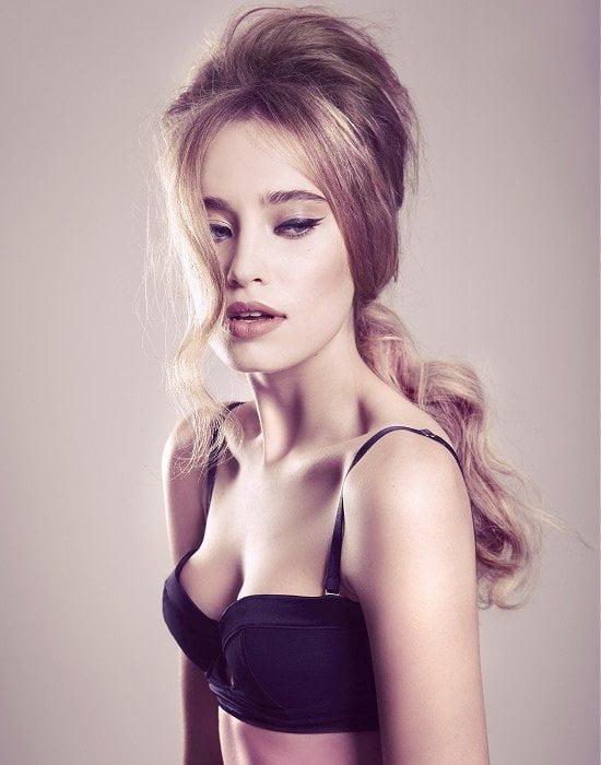 Coafură sexy pentru tinere nașe, Foto: fashiondivadesign.com