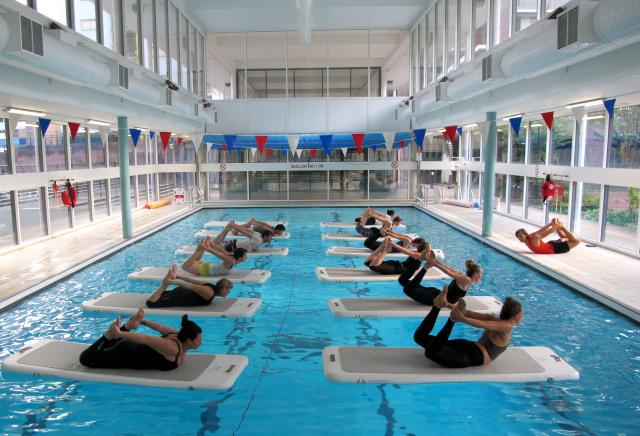 Antrenament la piscină pe platforma de apă, Foto: liveloosley.com