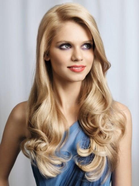 Coafură simplă pentru femei cu părul lung, Foto: dicandiafashion.com
