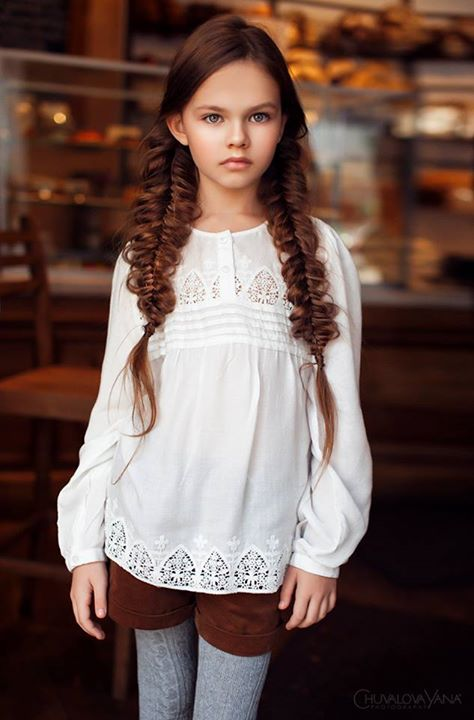Fetiță cu părul împletit în codițe, Foto: listal.com