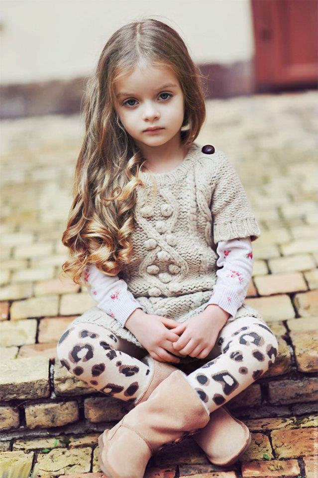 Fetiță cu părul lung, Foto: admaniere.blogspot.ro
