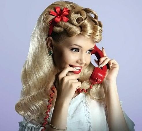 Coafură retro cu bentiță în păr, Foto: beauty-proceduri.ru