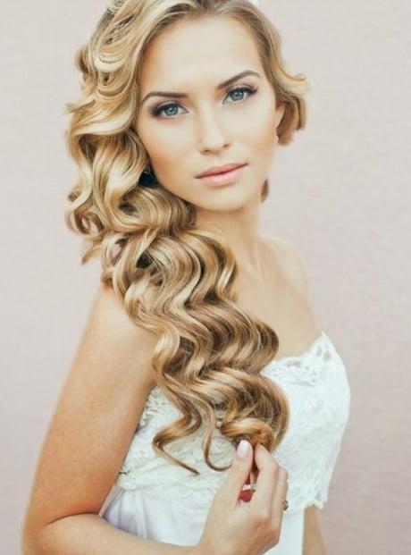 Coafură deosebită cu părul ondulat, Foto: paolinna.com