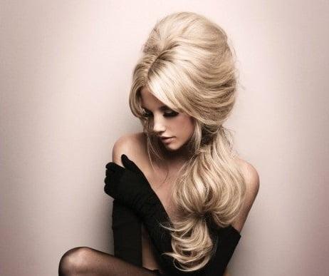 Coafură retro pentru păr lung și blond, Foto: bridalbyvee.com