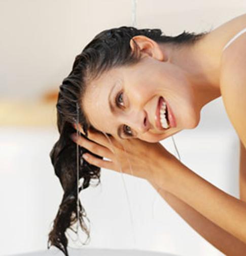 Clătește părul cu apă și oțet, Foto: foreveranaturalbeauty.blogspot.ro