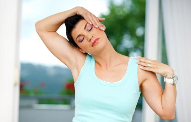 Exercițiul pentru calmarea durerilor de ceafă, Foto: spinehealth.com