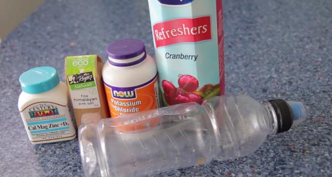 Preparați singuri acasă o băutură pentru sportivi cu ingrediente sănătoase