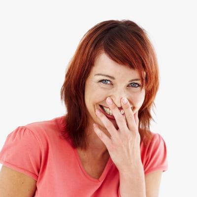 Gestul de a duce mâna la gură când râzi, Foto: marimethod.com