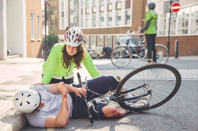 Prim ajutor în caz de accident, Foto: ride25.com