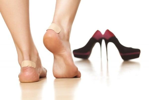 Bășici la picioare din cauza pantofilor cu toc, Foto: wday.ru