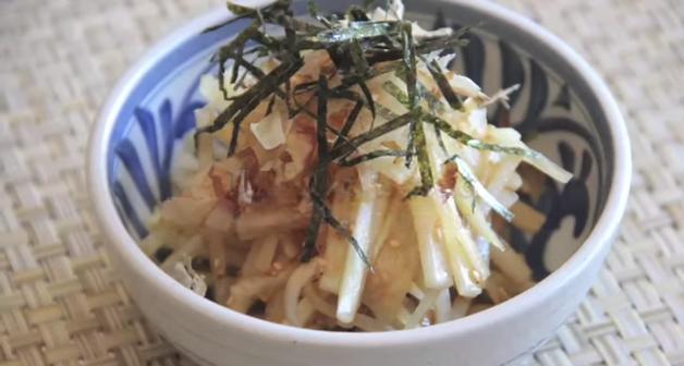 Salată din ridiche albă și alge