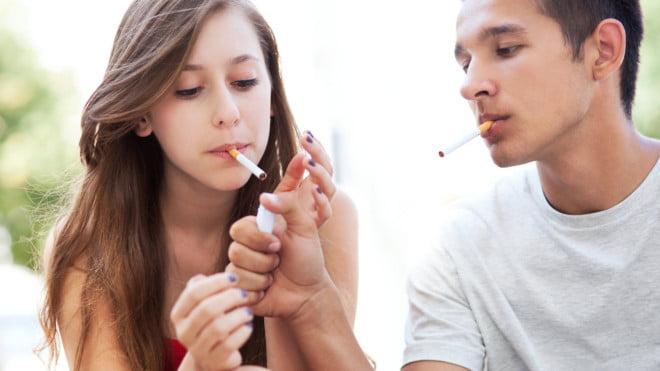 Fumatul este și un viciu al tinerilor, Foto: thetoc.gr