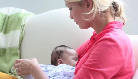 Alăptarea la sân a bebelușului