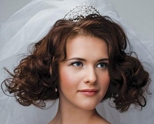 Coafură elegantă pentru mireasă, Foto: evelenn.com
