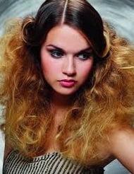 Coafură extravagantă cu părul tapat, Foto: de.hairfinder.com