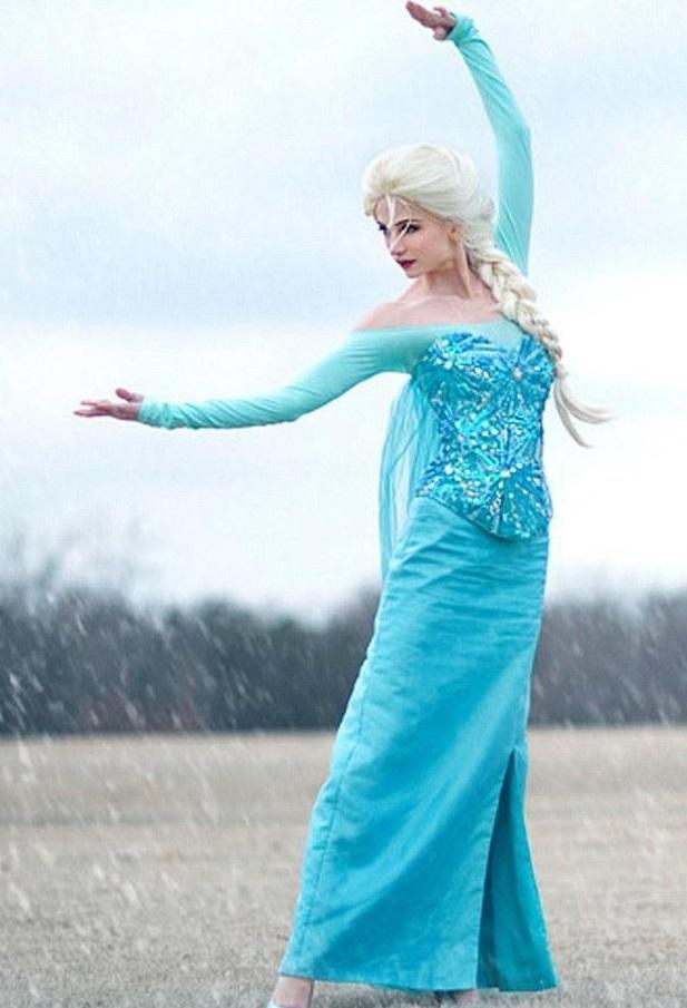 Sarah Ingle - Elsa din Frozen, buzzbooklet.com
