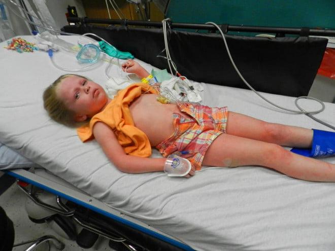 Victima este dusă de urgență la spital cu ambulanța, trebuie să stea întinsă și să primească ajutor medical, Foto: drbulentaldemir.com