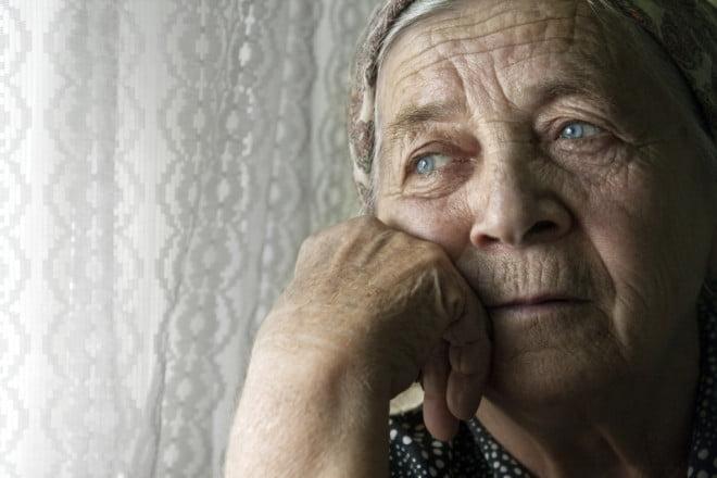 Bătrână care suferă de Alzheimer, Foto: findapsychologist.org
