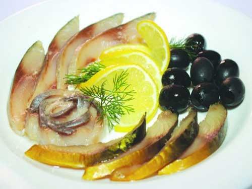 Aperitiv cu pește, lămâie și măsline, Foto: neskushal.ru