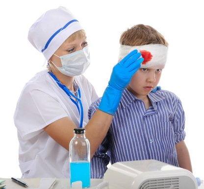 Bandajarea rănii la cap, Foto: image.frompo.com