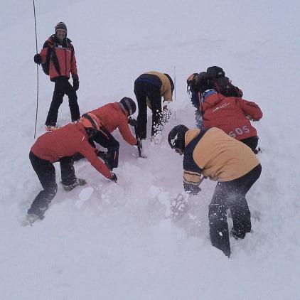 Căutarea victimei în zăpadă, Foto: swiss-skipatrol.com