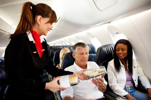 Alimentația în timpul călătoriei cu avionul, Foto: sheknows.com