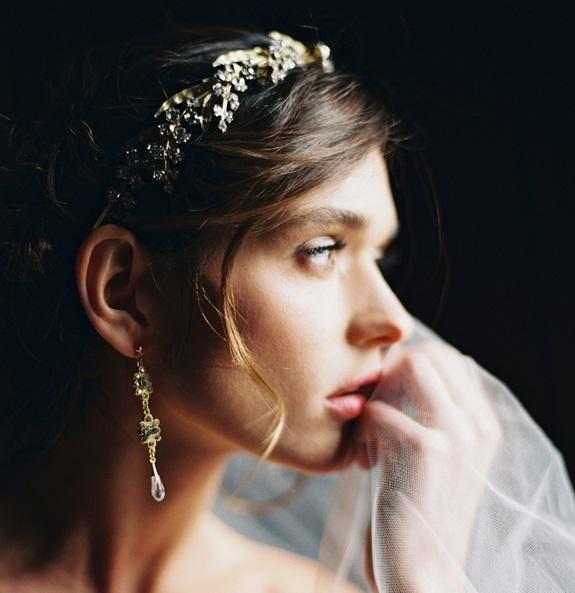 Cercei și coroniță fină de mireasă, Foto: lauragordonblog.com