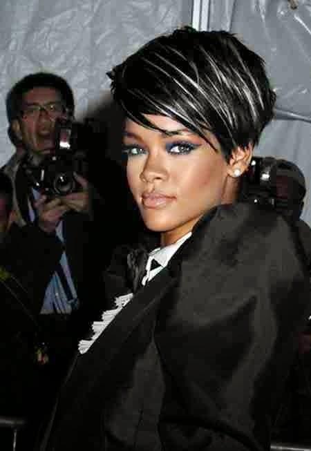 Coafură Rihanna, șuvițele albe de păr ies în evidență, Foto: stylenon.com