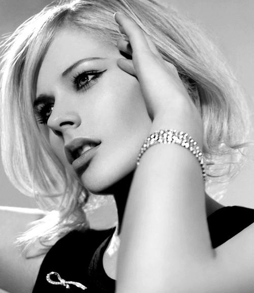 Coafură blond platinat, Foto: asfutecevanou.com