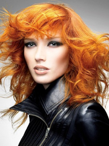 Coafură cu aspect zburlit pentru păr fin, Foto: direct-hairstyles.com