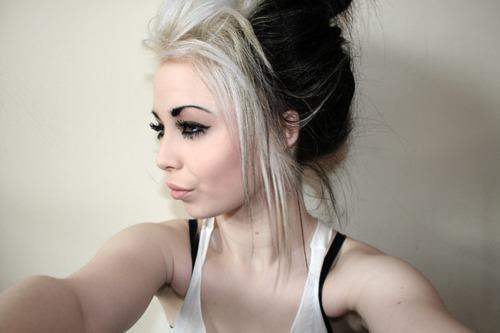 Coafură cu părul prins în coc, Foto: hairdyeforum.com
