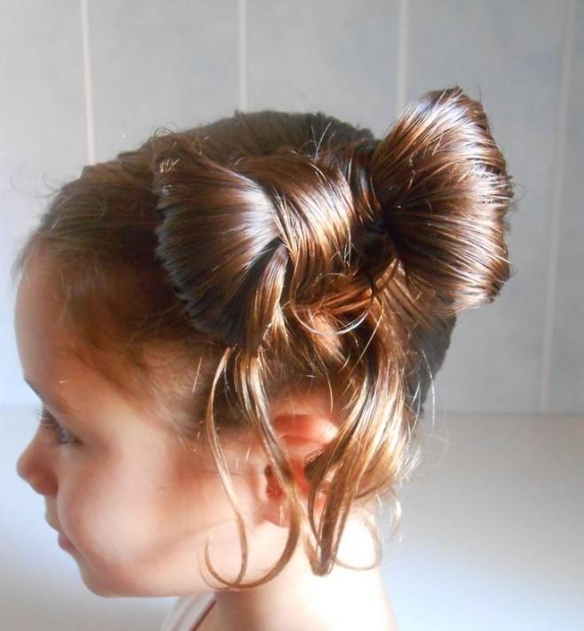 Coafură cu părul prins în formă de fundiță, Foto: community.goodgamestudios.com