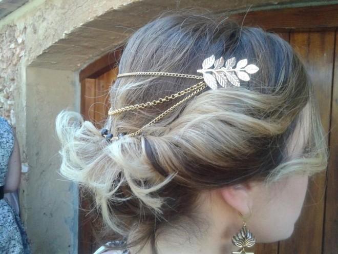 Coafură de ocazie cu ornamente de păr, Foto: inatrendytown.com