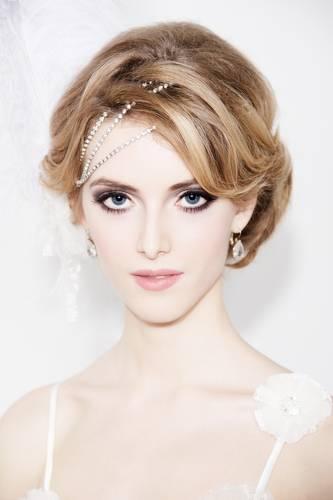 Coafură elegantă decorată cu mărgele, Foto: hairstyleshollywood.com
