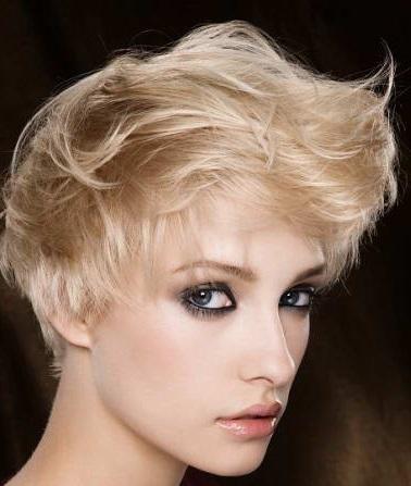 Coafură pentru păr scurt, Foto: doina-touchinghearts.blogspot.com