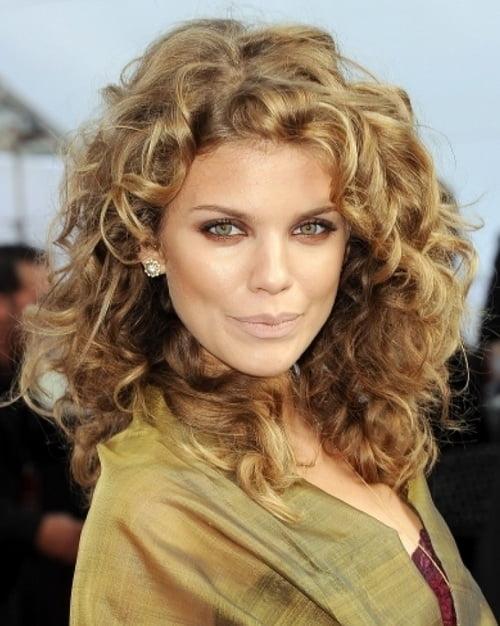 Coafură trendy cu părul ondulat, Foto: imgarcade.com