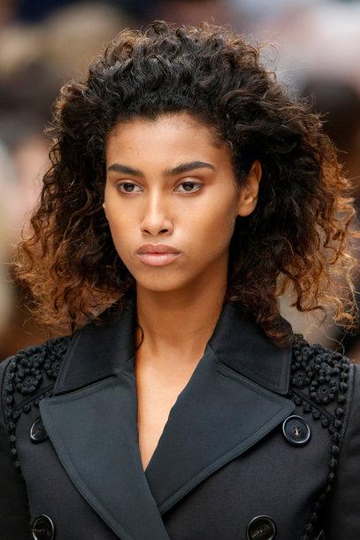 Coafură în prezentarea de modă Burberry Prorsum, Foto: vogue.de