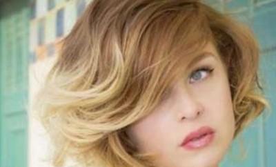 Coafură bob clasic pentru păr ondulat