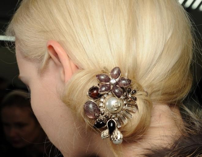 Coafură cu accesoriu în păr Chanel, Foto: blog.daum.net