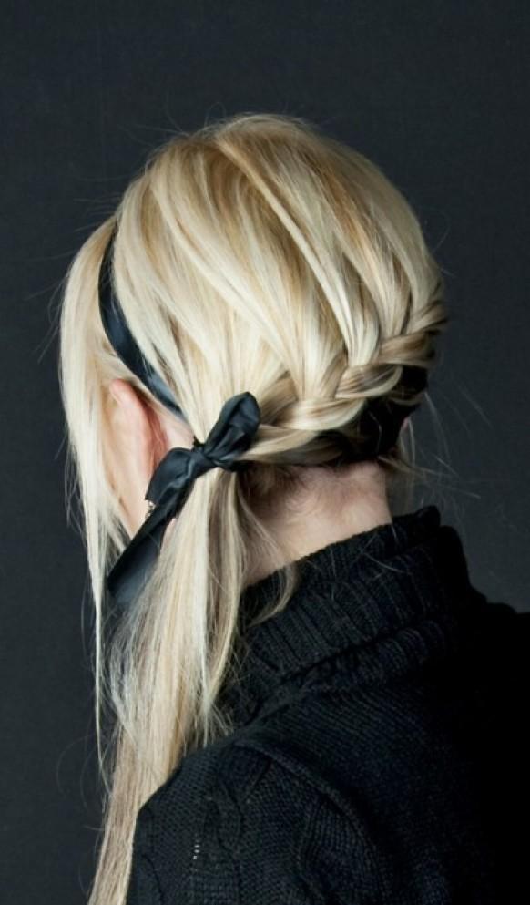 Coafură cu bentiță prinsă în păr, Foto: weddbook.com